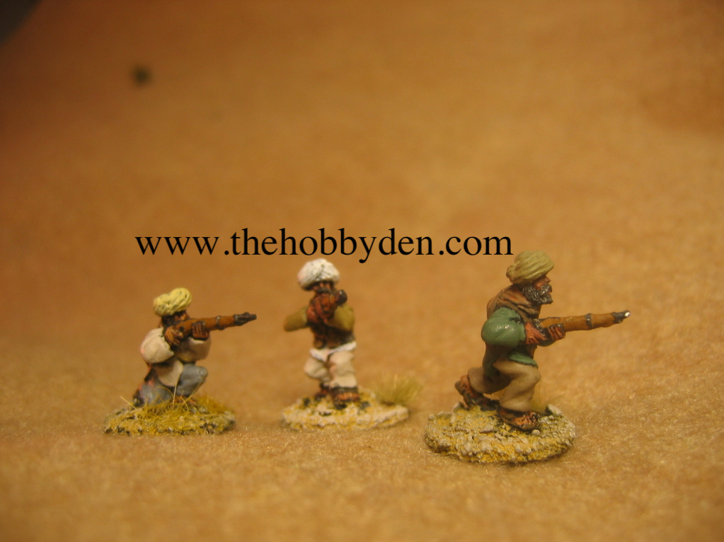 3 x Figures advancing / Firing rifles AFG 7