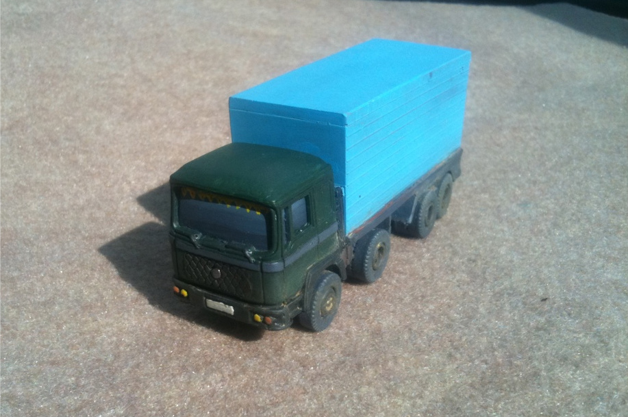 1/72 Civilian Container Truck (HD25)